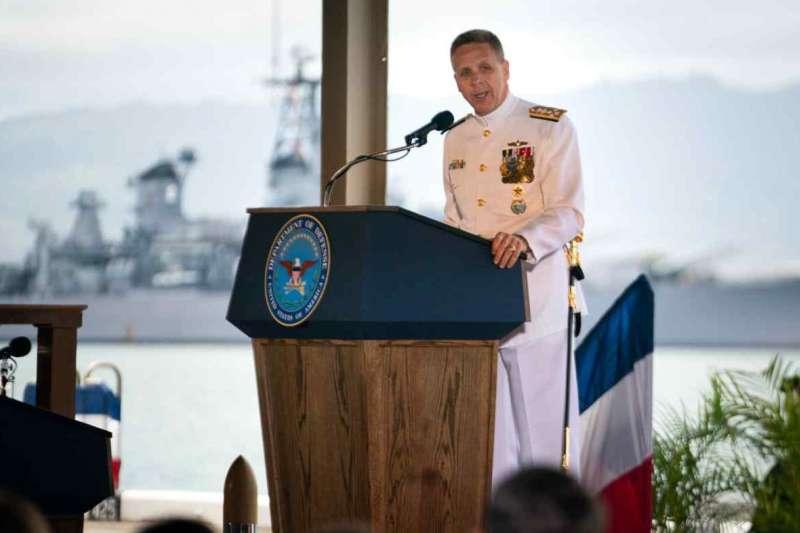 2021年4月30日,美軍印太司令戴維森在珍珠港的主官交接儀式上致詞。(美軍官網)