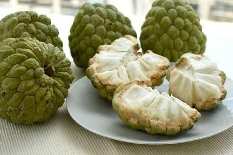 台東釋迦飽滿香甜,輕輕剝開釋迦的溝痕,乳白色的釋迦果肉口感綿密。(圖/台灣好農提供)