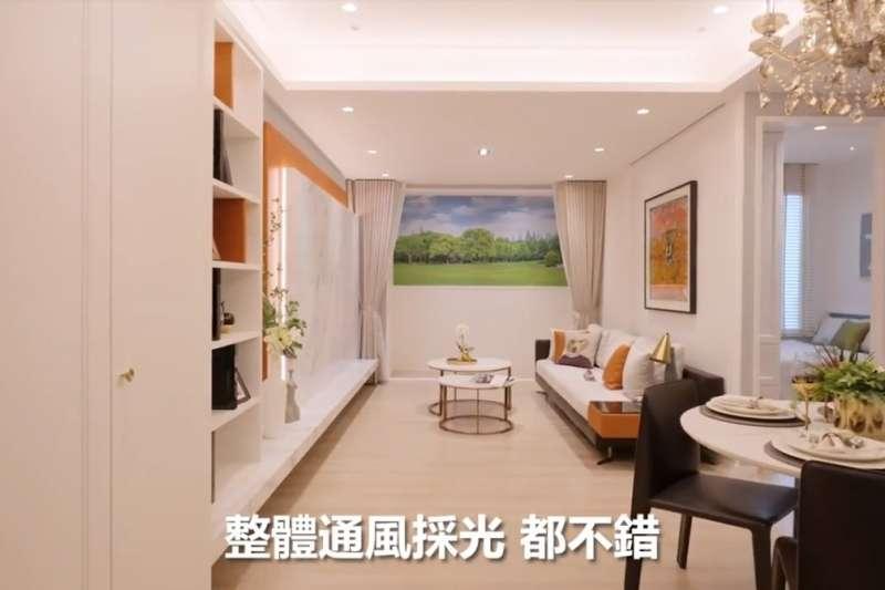 40坪樣品屋實拍,客廳有大面落地窗,每間房和衛浴都有開窗。(圖/客臨網)