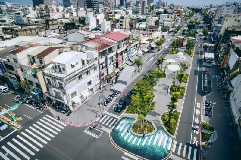 臺南市政府都發局以「Tainan Axis + The Spring」榮獲國際級之全球卓越建設獎「永續發展類─銀獎」。(圖/台南市府提供)
