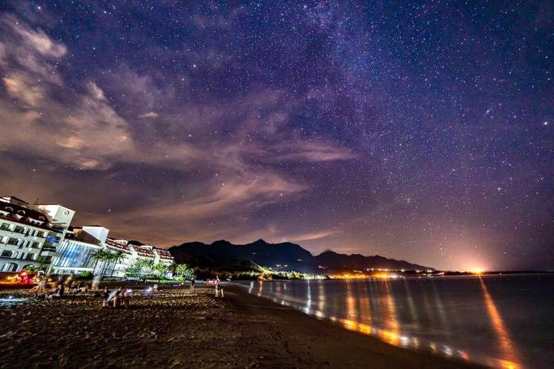 在台東獨一無二的秘境中,有著最美星空以及群星陪伴,享受動聽的音樂,感受大自然生命力!(圖/台東縣政府提供)