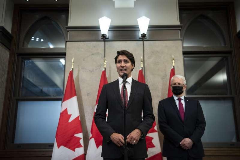 2021年9月24日,兩名遭中國無理拘留的加拿大公民獲釋,總理杜魯道(Justin Trudeau)舉行記者會說明(AP)