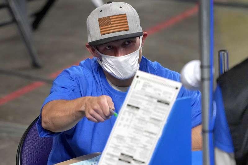 2021年,美國亞利桑那州針對前一年總統大選開票結果進行重新計票(AP)
