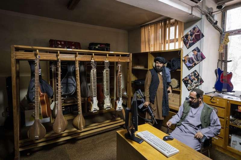 極端組織「哈卡尼網絡」的武裝分子駐守在阿富汗國立音樂學院(美聯社)