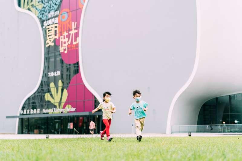 台中國家歌劇院的〈回憶—不只是hashtag〉- 陪你一起奔跑。 (圖/臺中國家歌劇院提供)