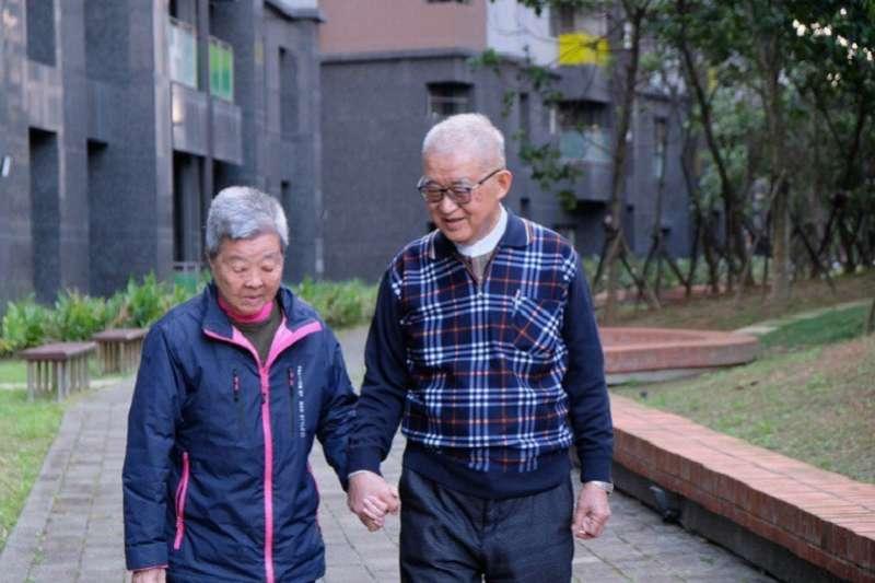 前監察院長王建煊與妻子蘇法昭。(台灣醒報)