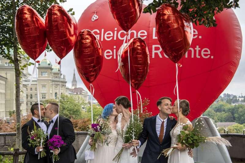 2021年9月26日,瑞士公投通過「同性婚姻合法化」(AP)