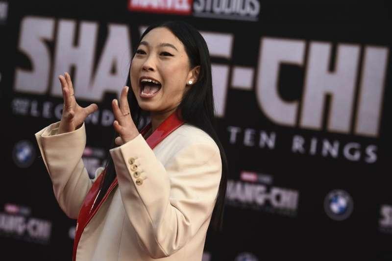 8月16日,Awkwafina參加《尚氣與十環幫傳奇》首映。(AP)