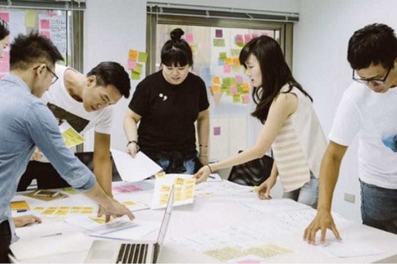 Kono運用人工智慧、機器學習等頂尖技術,協助企業打造數位化培訓方針,成為企業數位轉型旅程中的重要角色。(圖/業者提供)