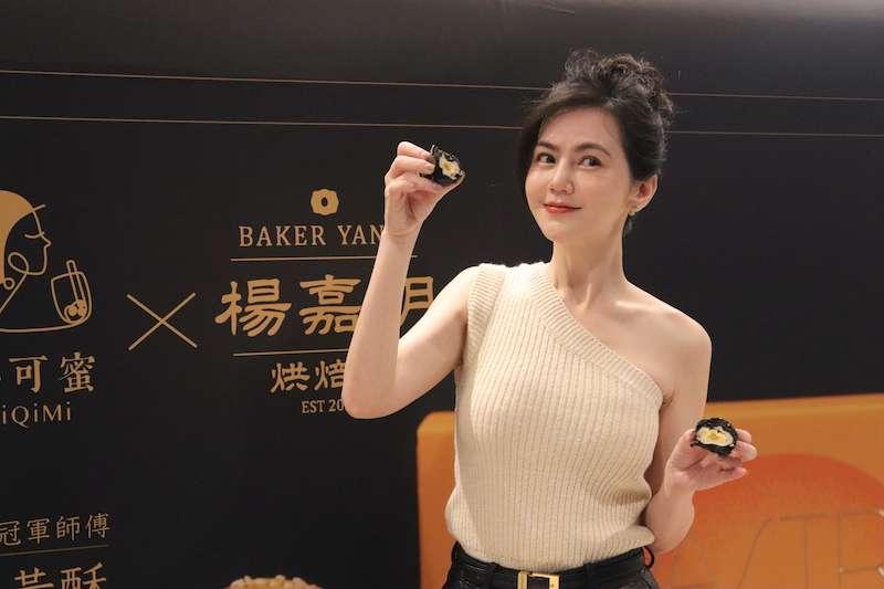 知名藝人簡沛恩繼「黑金菠蘿芋泥流沙」後推出新做「烏金鳳梨乳酪」強攻烘焙市場。(圖/楊嘉明烘焙所提供)