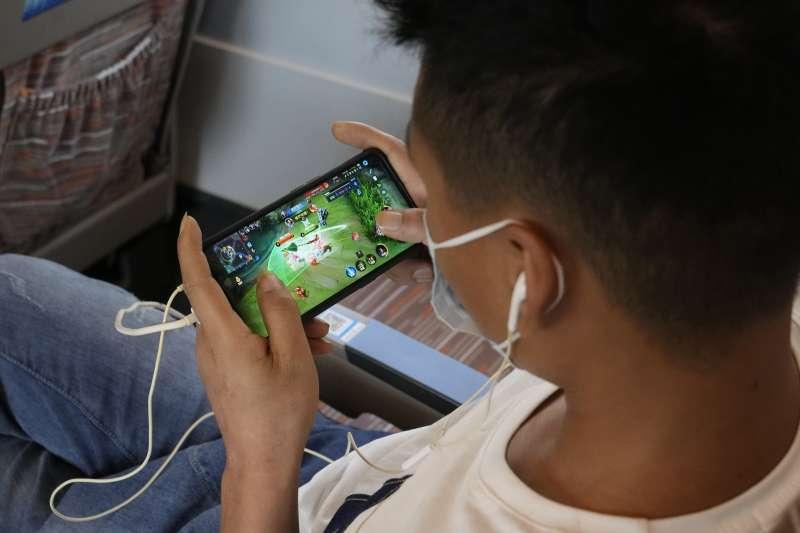中國政府對未成年人祭出的網遊禁令,在國際間也引發熱議。(美聯社)