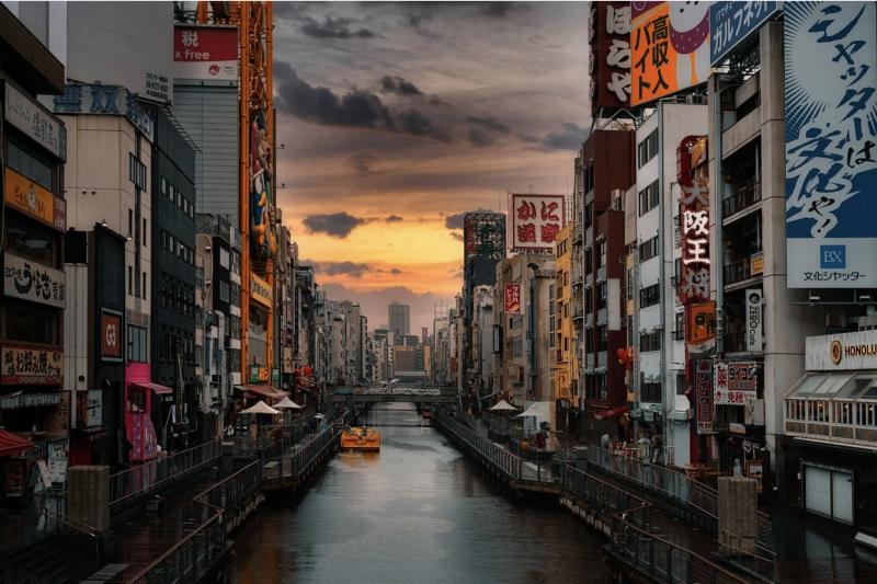日本為拯救因疫情而停滯不前的經濟,推出了新的入境者居家隔離政策。(示意圖/取自pixabay)