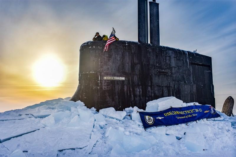 2020年3月7日,美軍海狼級核動力攻擊潛艦康乃狄克號(SSN-22)在北極圈參加ICEX 2020演習。(美國海軍官網)