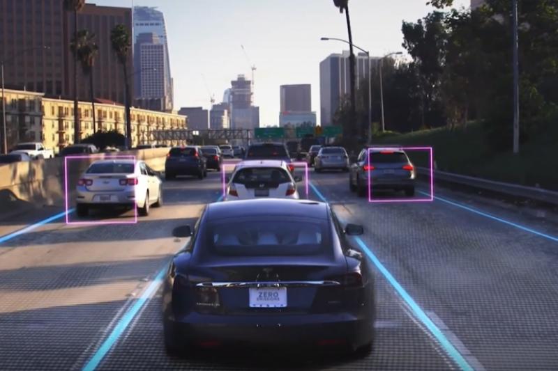 特斯拉輔助駕駛軟體測試影片畫面。(圖片來源:WSJ)