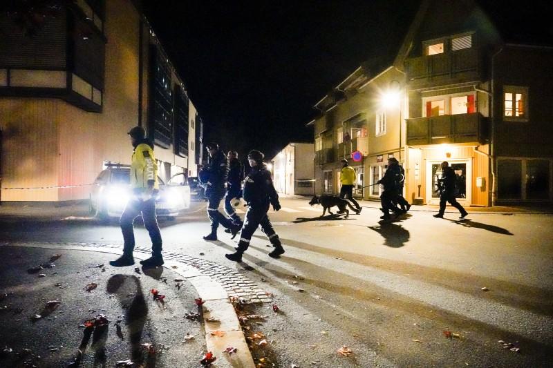 2021年10月13日,挪威小城康斯伯格(Kongsberg)發生弓箭手濫殺無辜慘案(AP)