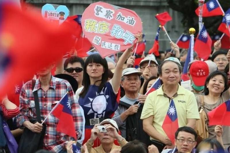 318學運後,新黨4日舉行新五四遊行活動,力挺警察。(吳逸驊攝)