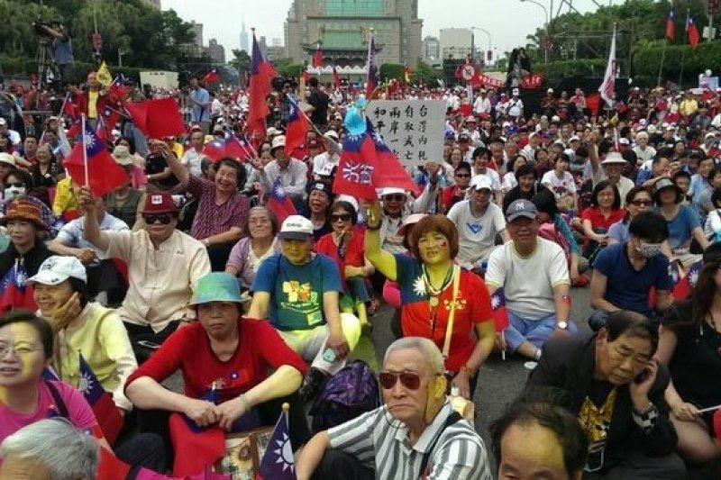 新黨舉辦「新五四」遊行,新黨主席郁慕明強調,這個運動在挺政府而非挺馬。(吳逸驊攝)
