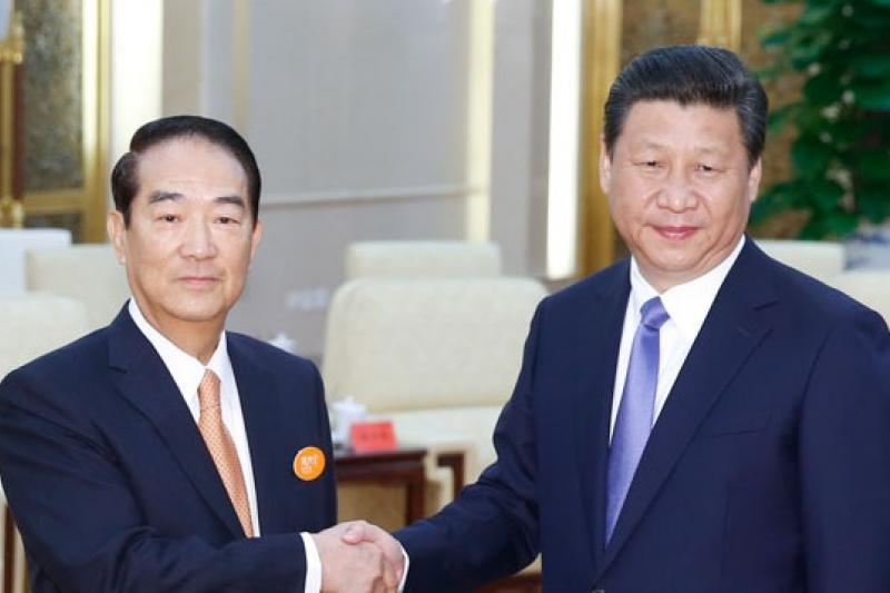 親民黨主席宋楚瑜(左)7日上午與中國國家主席習近平(右)會面。(中新社)