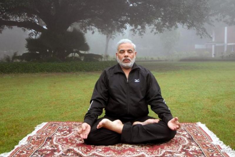 嚴格吃素、瑜珈冥想,莫迪身體力行。(取自網路)