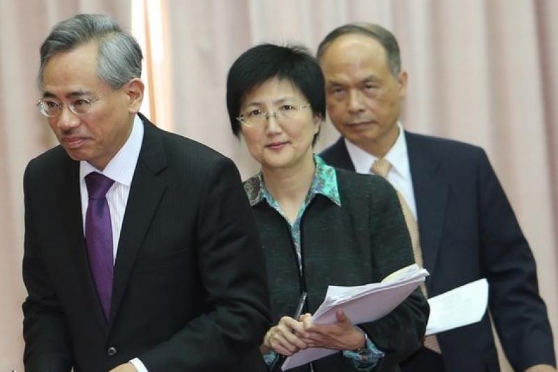 衛生福利部長邱文達(左)在世界衛生大會報告台灣民眾減肥成效,引起美國人的興趣。(資料照片,吳逸驊攝)