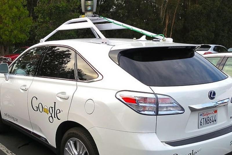以Lexus RX系列房車改造而成的Google自動車(取自wikipedia)