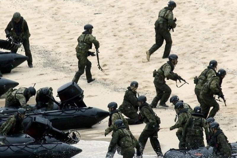 日本陸上自衛隊10日起在奄美群島的江仁屋離島進行奪島訓練(取自網路)