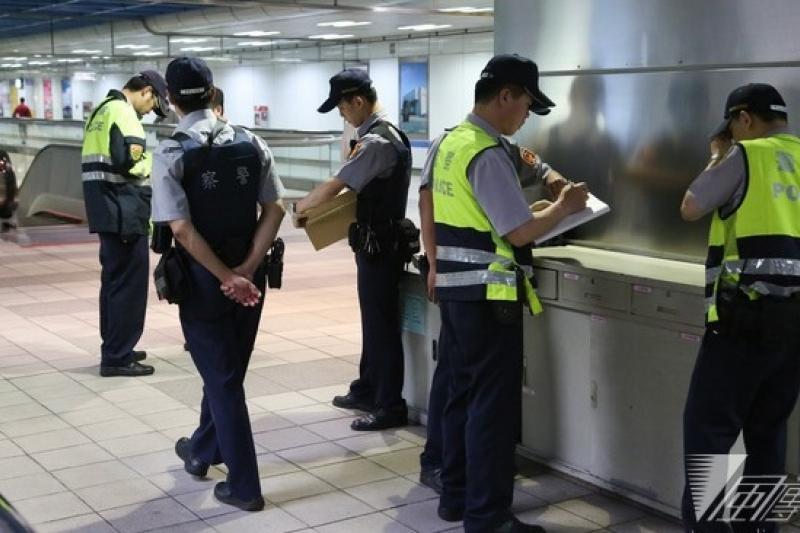 台北市長郝龍斌表示,未來捷運駐警將成為永久性措施。圖為江子翠站發生隨機殺人事件後,警力佈署狀況。(余志偉攝)