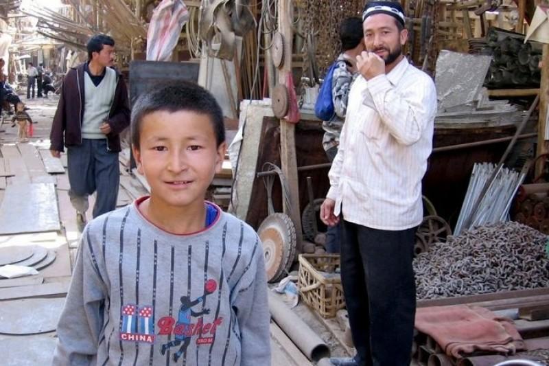 新疆和田的維吾爾族男孩(維基百科)