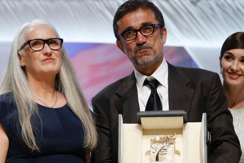 第67屆坎城影展閉幕,土耳其導演努瑞貝齊錫蘭(中)以《冬眠》摘下最高榮譽「金棕櫚獎」(美聯社)