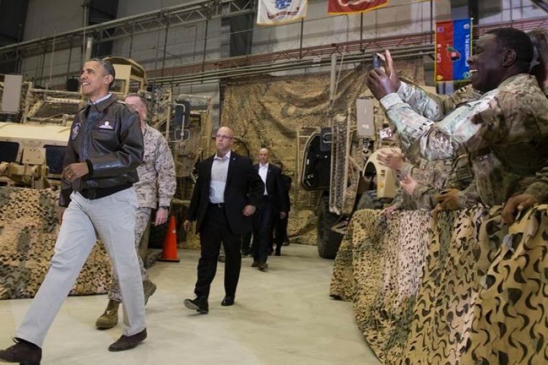 歐巴馬突訪阿富汗,除了慰問將士之外,更是一種表態(美聯社)
