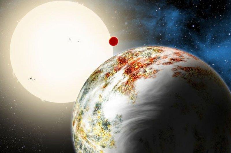 碩大的類地行星Kepler-10c(右)繞行恆星Kepler-10(取自網路)