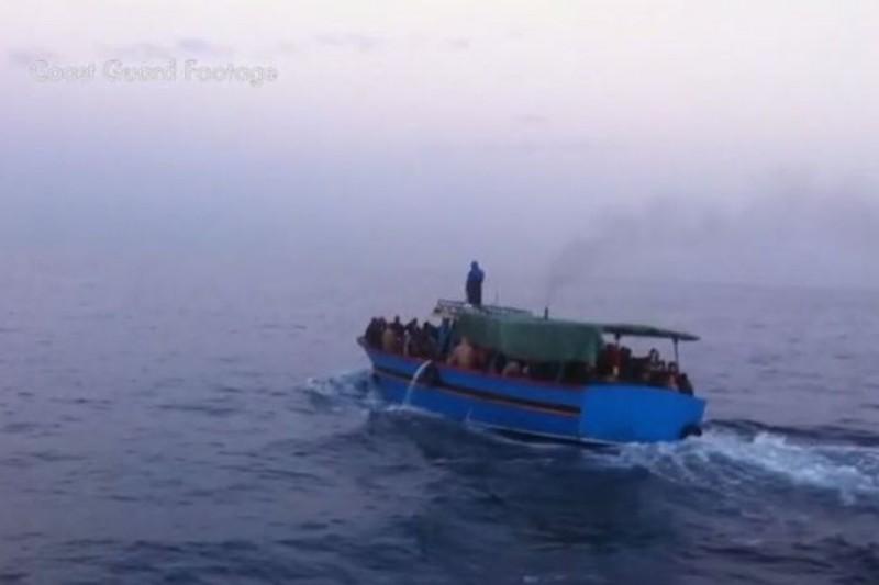 為了進入歐洲,難民選擇上船生死一搏(取自網路)