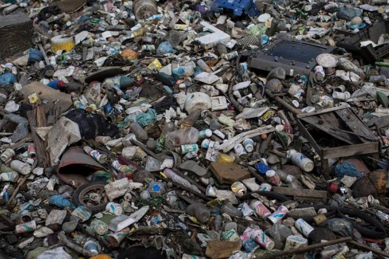 巴西里約熱內盧的瓜納巴拉灣充斥垃圾,卻是2016年划船等水上運動競賽的場地(美聯社)