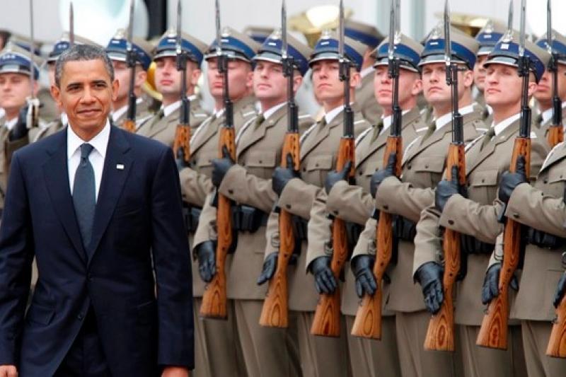 2011年5月美國總統歐巴馬抵達波蘭華沙,出席軍隊歡迎儀式。(美聯社)