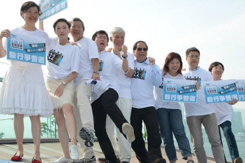 香港民間團體發起「毅行爭普選」,聲援佔中運動。(取自臉書)