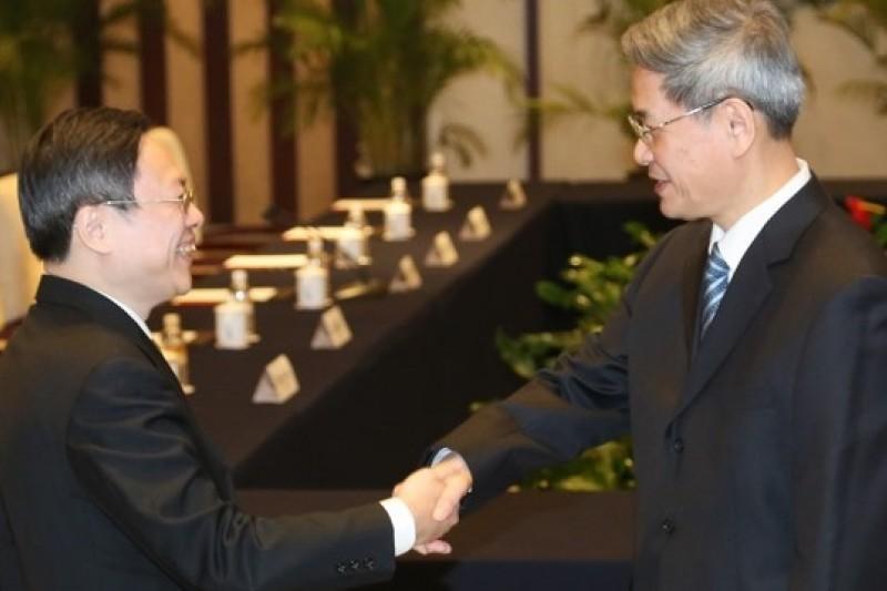 陸委會主委王郁琦(左)今年2月訪問南京,曾與中國國台辦主任張志軍進行會談。(資料照片,余志偉攝)