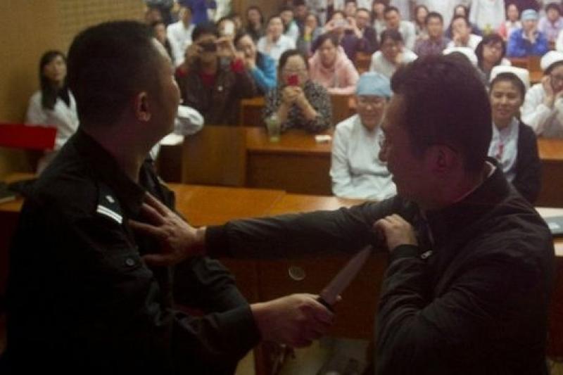 上海有醫院開設武術課,教醫療人員自保。(取自網路)