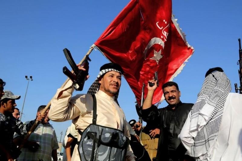 面對叛軍攻勢,伊拉克正規軍丟盔棄甲,但什葉派民兵倒是踴躍參戰。(美聯社)