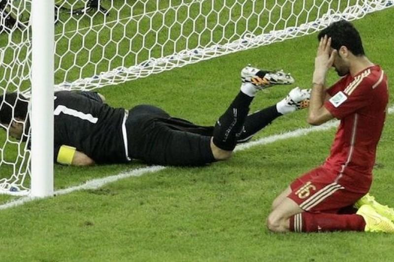 西班牙靈氣盡失,反而是讓智利取得晉級門票。(美聯社)