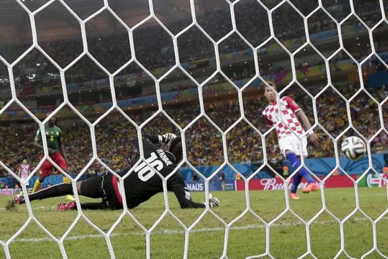 克羅埃西曼祖基奇右腳射門,他個人下半場獨得兩分。(美聯社)