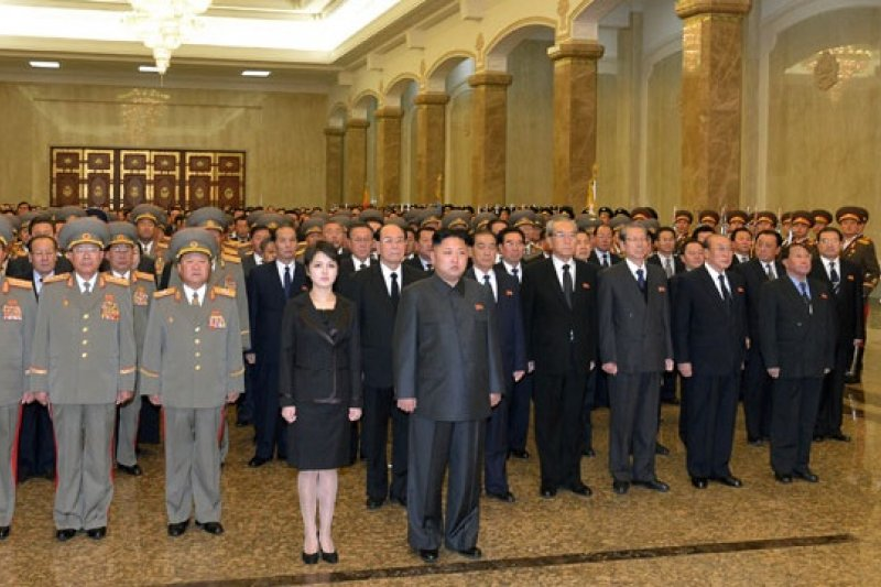 北韓領導人金正恩17日出席父親逝世2周年追悼會