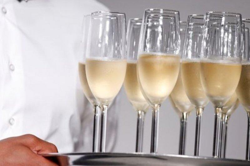 受到經濟危機影響,法國名產香檳酒的歐洲銷量連年下滑。(圖片來源:取自網路)