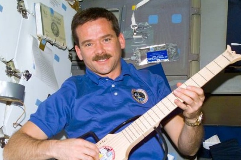 加拿大太空人哈德菲爾德退休前留下大受歡迎的太空MTV,圖片來源:網站