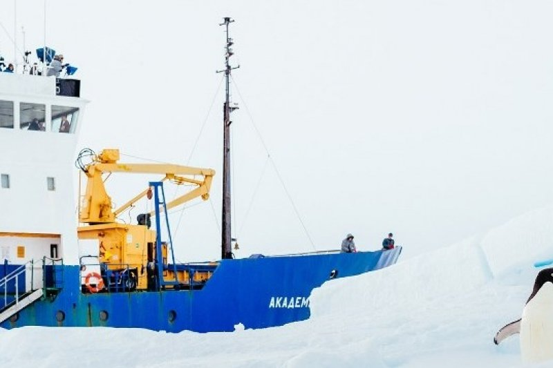 受困於南極的俄羅斯考察船「紹卡利斯基院士號」等待澳洲破冰船援救(圖片來源:取自網路)