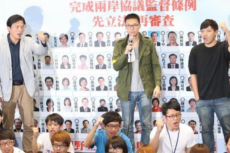 黃國昌(左起)、林飛帆、陳為廷等人決定參與七一大遊行,聲援港人爭取民主的行動,但3人申請港簽全都被拒。(資料照片,吳逸驊攝)