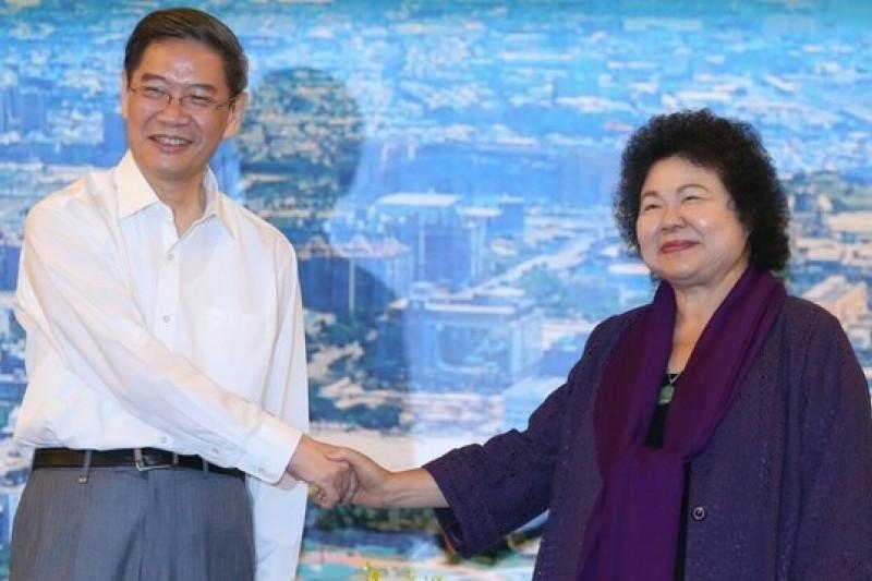 今天(27日)上午9點10分,中國國台辦主任張志軍與高雄市長陳菊在高雄巨蛋會晤並舉行閉門會談。(吳逸驊攝)