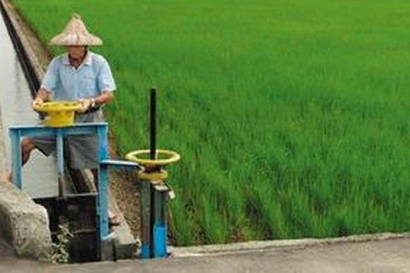 2013年8月,監察院調查台灣實際農業人口僅54萬餘人,但農保人數卻高達140多萬人,每年多領走政府270億津貼。(取自農委會網站)