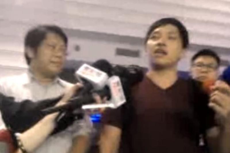 島國前進學運領袖陳為廷29日搭機赴港,隨即遭遣返。(截取自網路串流直播畫面)