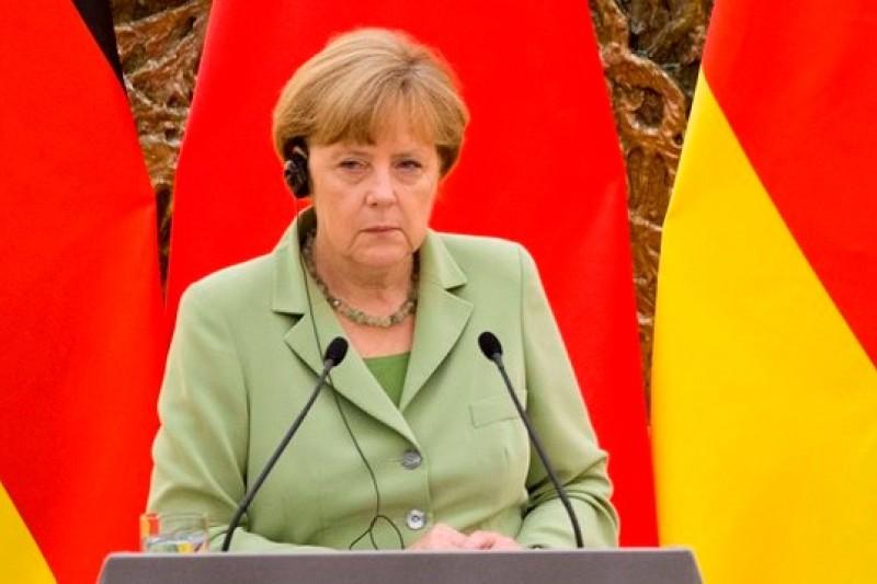 德國總理梅克爾認為美國吸收德國雙面間諜一事「事態嚴重」(美聯社)