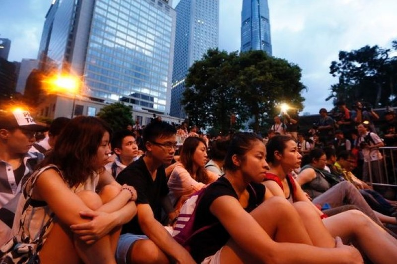 香港民眾日前在金融重鎮中環靜坐抗議,爭取特首普選。(美聯社)